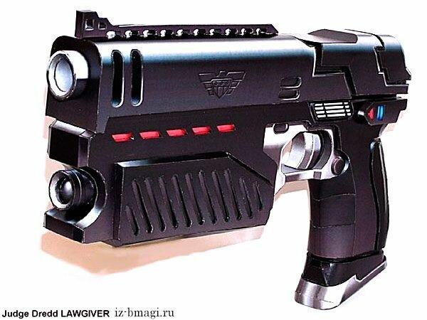 Пистолет судьи Дредда из бумаги